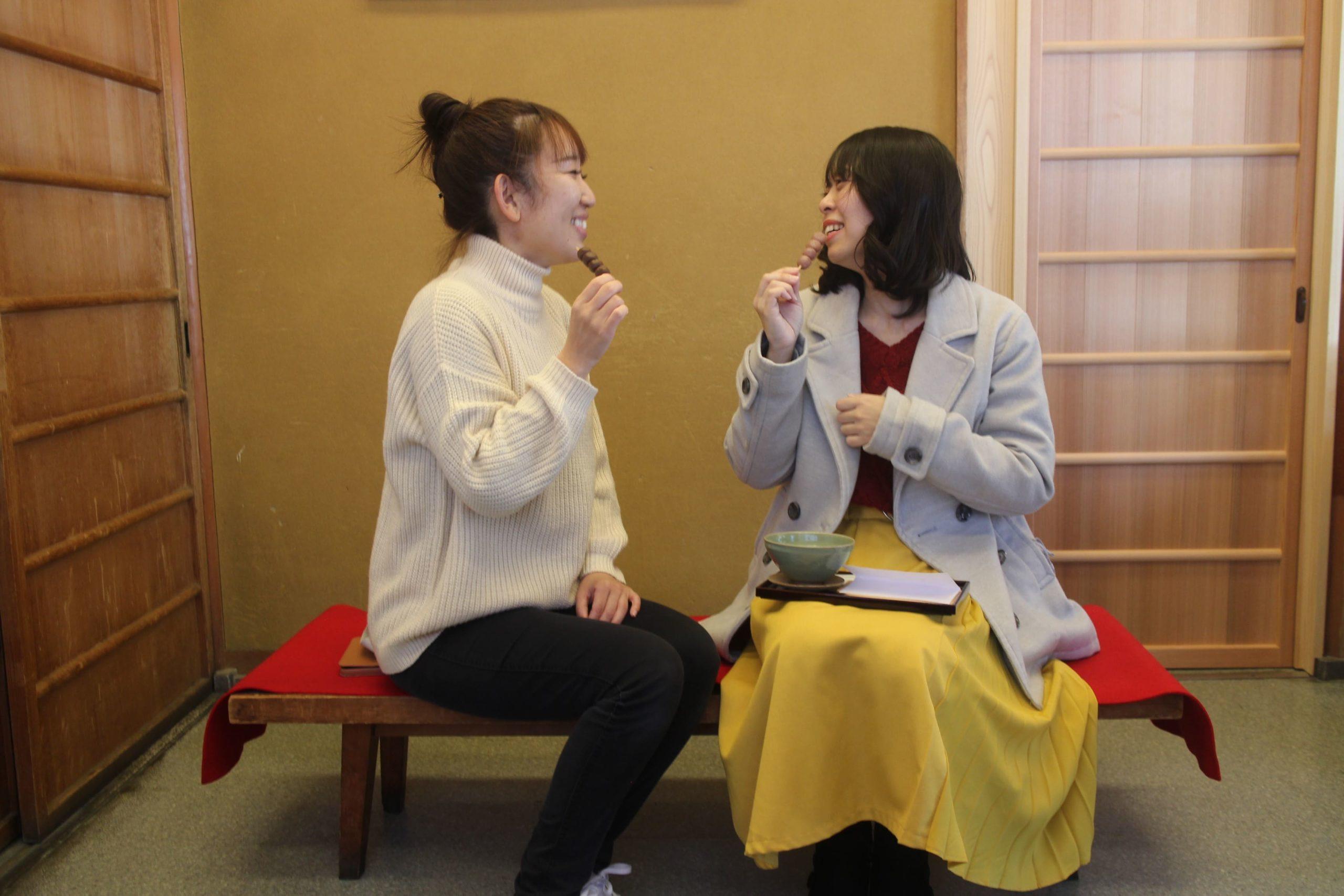 写真:ぶどう饅頭 日乃出本店